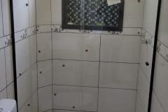 box-de-vidro-banheiro-branco-preto